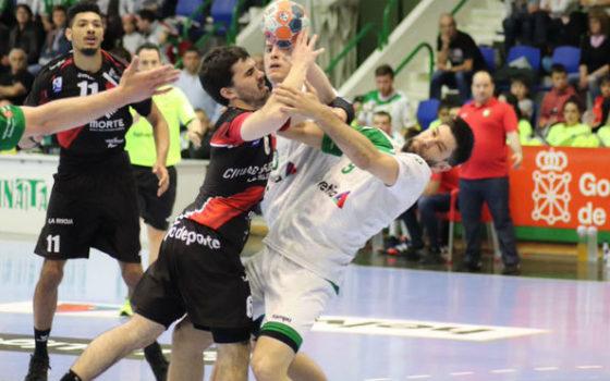 Balonmano español, batalla abierta